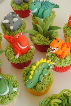 Dinosaur cupcake ideas from @dinosaurroarpix