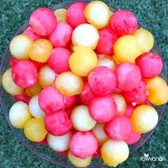 Yellow and Pink Watermelon balls for breakfast! Watermelon helps relieve muscle soreness, I need it right now haha! Going for another workout later this morning, so excited! ------------------------ Bolitas Rojas y Amarillas de sandia para el desayuno! La sandia ayuda a los músculos adoloridos, lo necesito ahorita haha! Voy por otro entrenamiento más tarde, súper emocionada! #rawvana #letsdothis