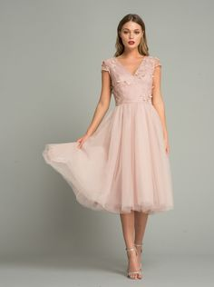 Why does trend tulle turn you into a princess dress? # Wedding guest clothing Why trend tulle can make you a princess dress . Blush Dresses, Pretty Dresses, Beautiful Dresses, Bridesmaid Dresses, Prom Dresses, Formal Dresses, Midi Skater Dress, Floral Midi Dress, Dress Skirt
