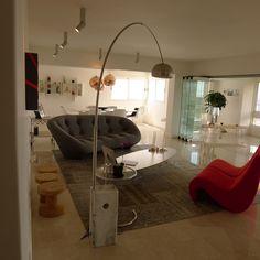 Mobiliario, piso Boticino, paredes blancas, piezas de arte, luz, vista y un diseño contemporáneo, listo para recibir a los invitados. Apartamento Monacada-Barros