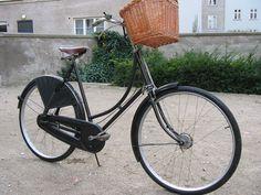 Raleigh Tourist Deluxe Bedstemorcykel (grandmother's bike!)
