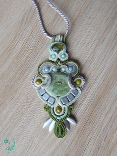 Soutache pendant with button