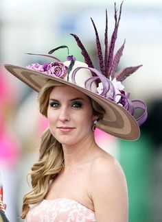 Kentucky Derby The craziest hats, best-dressed athletes and celebrities (PHOTOS) Derby Attire, Derby Outfits, Kentucky Derby Fashion, Kentucky Derby Hats, Chapeaux Pour Kentucky Derby, Fascinator Hats, Fascinators, Headpieces, Crazy Hats