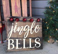 Christmas Wooden Signs, Christmas Wood Crafts, Farmhouse Christmas Decor, Homemade Christmas, Rustic Christmas, Christmas Projects, Christmas Art, Holiday Crafts, Christmas Holidays