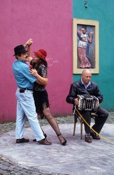 dance & music in La Boca, Buenos Aires
