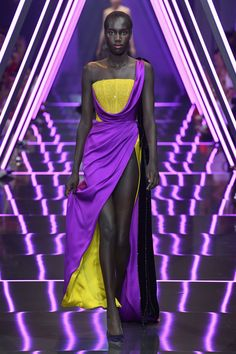 See all the looks from the show. Runway Fashion, Fashion News, Fashion Show, Fashion Design, Colour Combinations Fashion, Ralph And Russo, Complimentary Colors, Fashion Project, Yellow Fashion
