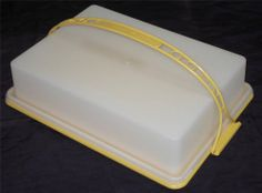 Vintage Tupperware Sheet Cake Taker Carrier with Handle #622 Near Mint Condition