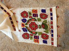 Türk işi, tel sarma örtü Folk Embroidery, Embroidery Patterns, Turkish Fashion, Turkish Style, Old Hands, Diy And Crafts, Quilts, Blanket, Antiques
