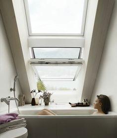 le plus confortable baignoire dans la salle de bain sous pente