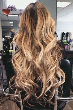 Vem ver 30 lindos cabelos com luzes loiras e aprenda a combinar as mechas com a sua cor de pele e fique ainda mais linda! http://salaovirtual.org/cabelos-luzes-loiras/ #luzes #loiras #salaovirtual