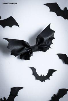 DIY Bat Bow - eine Haarschleife oder Fliege im Fledermaus Look für Halloween!