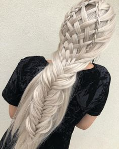 Sometimes you just want to do something else with your hair, but you don't come further than a ponytail or a normal french braid. That's why I share these 10 different ways to braid your hair so you can create some amazing hairstyles. Box Braids Hairstyles, French Braid Hairstyles, Easy Hairstyles For Medium Hair, Braids For Short Hair, Medium Hair Styles, Cool Hairstyles, Short Hair Styles, Natural Hair Styles, French Braids