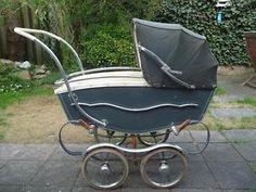 ouderwetse antieke kinderwagen
