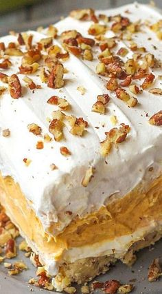 Layered Pumpkin Dessert With a buttery pecan crust, a whipped cream cheese layer, light and fluffy pumpkin spice pudding, and more whipped cream topped off with chopped pecans, this pumpkin delight dessert is absolutely irresistible! Mini Desserts, Party Desserts, Just Desserts, Delicious Desserts, Pumpkin Delight Dessert Recipe, Pumpkin Dessert, Pumpkin Cheesecake, Tiramisu Dessert, Snack Recipes