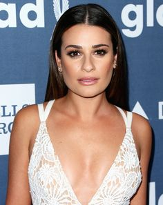 Lea Michele with bold brows, defined cheekbones and a shimmery nude lip Bronze Makeup Look, Lea Michele Glee, Bronze Smokey Eye, Bold Brows, Nude Lip, Celebrity Beauty, Perfect Skin, Most Beautiful Women, Beauty Secrets