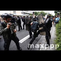 A protester tries to force his way through a police blockade during sporadic clashes which erupted during a national demonstration against the Labor Law reform at Bastille Square in Paris, France, 28 June 2016.  EPA/IAN LANGSDON (MaxPPP #photo #photos #pic #pics #picture #pictures #snapshot #art #beautiful #instagood #picoftheday #photooftheday #tbt #cute #followme #follow #color #exposure #composition #focus #capture #moment #photojournalism #photojournalisme #maxppp