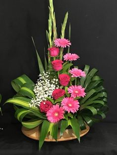 Excellent Arrangements And Bouquets Ideas With Easter Flowers - Easter--regarded as one of the most important religious feasts in the year--is marked by fun, togetherness and love. Feasts, get-togethers, and prayer. Valentine Flower Arrangements, Easter Flower Arrangements, Creative Flower Arrangements, Tropical Floral Arrangements, Flower Arrangement Designs, Beautiful Flower Arrangements, Flower Centerpieces, Flower Decorations, Beautiful Flowers