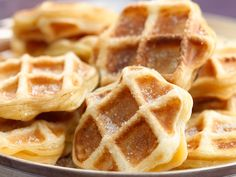 waffles with apples Fruit Recipes, Sweet Recipes, Baking Recipes, Dessert Recipes, Crepes And Waffles, Pancakes, Good Healthy Recipes, Us Foods, Food Inspiration