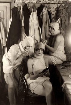 LMAO canon-- this is the outfit Dushan meets Katya first in while she's still alive, and why he calls her Кэти--/SHOT | Chorus girls in a dressing room, 1926