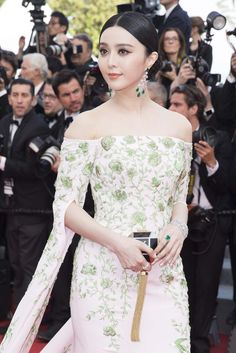 One of our favourite Cannes jewellery looks from the opening day was Chinese actress Fan Bingbing, who looked radiant in a pair of emerald Chopard earrings and an emerald ring from the Red Carpet collection, which matched her green and white floral Ralph & Russo dress.