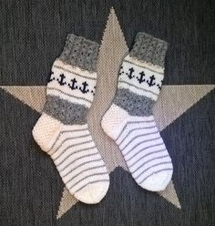 Knitting Projects, Knitting Patterns, Knitting Socks, Handicraft, Mittens, Christmas Stockings, Diy And Crafts, Knit Crochet, Slippers