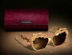 Dolce & Gabbana Occhiali da Sole e Custodia – Dettagli Barocchi in Oro Antico per la Collezione Donna  Sicilian Baroque Luxury Autunno Inverno 2013