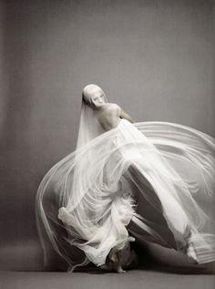 Magazine Numéro 91 March 2008 Invitation à la danse Photographer : Solve Sundsbo Fashion Editor : Franck Benhamou Model : Elena Sudakova