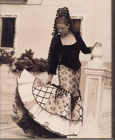 Goyesco style dress made by Lina. www.lina1960.com Fashion Art, Vintage Fashion, Flamenco Costume, Beautiful Costumes, Folk Costume, Vintage Images, Dress Making, Lace Skirt, Fashion Dresses