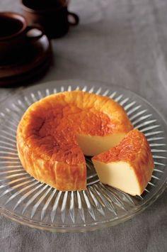 お菓子作りは製菓道具が必要だし、材料が多い、計量も大変。混ぜ方なんかも面倒だし、せっかく頑張っても失敗も多くて初心者にはハードルが高い…。そう思っている方、多い... Dessert Chef, Dessert Cake Recipes, Sweets Recipes, Making Sweets, Easy Sweets, Japanese Sweets, Sashimi, Tapas, Asian Desserts