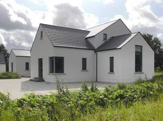 Project: Private Home Location: Meath, Ireland Client: Private Budget: Undisclosed Completion: 2006  This private family homeis a contemporary design which has its creative roots in Vernacular Irish Architecture of the traditional rural cottage. This approach to design in the countryside acknowledges our built heritage whilst providing a modern house for Modern Cottage Style, Cottage Style House Plans, Rural House, Modern Bungalow, House Extension Ireland, Cottage Extension, Modern House Design, Contemporary Design, Modern Houses