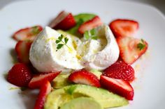 Burrata, Strawberry and Avocado Salad with Lemon-Garlic Vinaigrette | Semi Sweetness