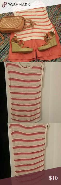 Old Navy cotton /nylon crew neck sweater Soft cotton/nylon blend. Machine washable. Crew neck. Sleeveless. Reinforced ribbing at sleeves and waist. Open weave pattern of coral stripes on white. Very good used condition. Perfect with jeans, khakis or casual skirt. Old Navy Sweaters Crew & Scoop Necks