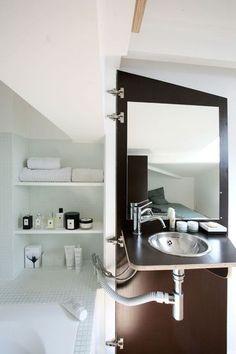 Structure ingénieuse pour cette mini salle de bains - 33 petites salles de bains qu'on adore - CôtéMaison.fr