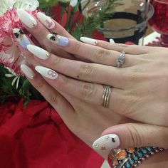 Bella Thorne's insanely cool nail art