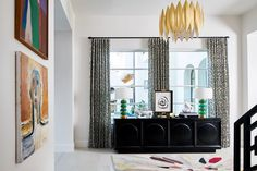 The entryway sets the bar for personality and style for the rest of your home so be bold. Today on the blog we revealed the 5 items that will completely transform your entry credenza inspired by our @traditionalhome @dallasshowhouse space!