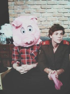 Mike and Ash....god Ashton looks like an angel and Michael looks.....like a pig...a hot pig in this case