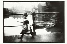 Meisje op de brug van Prinseneiland in Amsterdam, George Hendrik Breitner, Harm Botman, c. 1890 - c. 1910