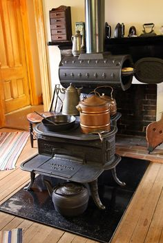 little cast iron stove with a unique bread warmer. Wood Burning Cook Stove, Wood Stove Cooking, Antique Wood Stove, How To Antique Wood, Antique Kitchen Stoves, Old Stove, Stove Oven, Old Kitchen, Vintage Kitchen