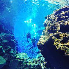 Silfra en Islandia. Para los apasionados del buceo como nosotros una parada obligatoriauna falla entre dos continentes #islandia #silfra #travelphotography #travelblogger #blogdeviajes #blog #memories River, Instagram, Blog, Outdoor, Fails, Iceland, Diving, Continents, Outdoors