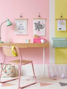 Zona de estudio infantil en tonos pastel