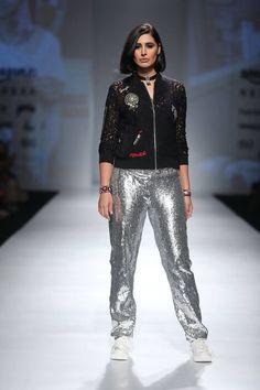 https://www.pinterest.com/r/pin/284008320235478819/4766733815989148850/6c66a4ab1bcad92556f5d807b436b684e09464b23aae1d61df89573297405513    #indian #fashion #show
