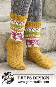 Bunny Dance - Knitted socks for Easter with multi-colored pattern, knitted top down in DROPS Fabel. Free pattern by DROPS Design. Knitting Patterns Free, Knit Patterns, Free Knitting, Clothing Patterns, Baby Knitting, Free Pattern, Drops Design, Knitted Slippers, Knitted Bags