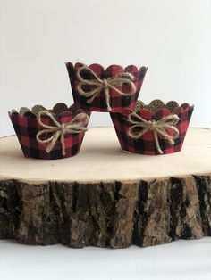 Excited to share this item from my shop: lumberjack burlap cupcake wrappers, Buffalo plaid cupcake wrappers, rustic woodsy wedding,party decorations supplies bridal shower. Burlap Cupcakes, Rustic Cupcakes, Wedding Cupcakes, Elegante Cupcakes, Cupcake Wraps, Woodsy Wedding, Burlap Fabric, Wedding Arrangements, Wedding Games