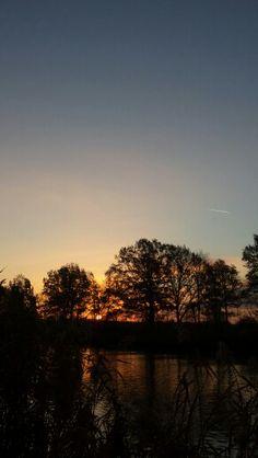 Sonnenaufgang. Rethmar am Mittellandkanal.