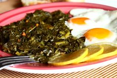 Daca nu ati mancat niciodata frunze de sfecla va recomand cu caldura sa le incercati macar o data pentru ca sunt delicioase. Seamana foarte Romanian Food, Romanian Recipes, Seaweed Salad, Ethnic Recipes