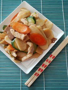 Gnocchi cinesi con bamboo carne funghi e verdure