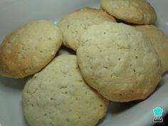 Aprenda a preparar biscoitos de aveia sem glúten e sem lactose com esta excelente e fácil receita. Os biscoitos são das sobremesas mais populares entre todas, uma ve...