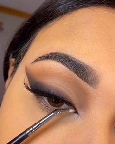 Classic smokey eye makeup                    By: @babytiff.mua Eye Makeup Steps, Makeup Eye Looks, Eye Makeup Art, Blue Eye Makeup, Eyebrow Makeup, Skin Makeup, Mua Makeup, Classic Eye Makeup, Black Smokey Eye Makeup