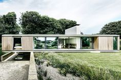 Overlooking the Durlston Country Park in Swanage, the Quest House is arranged to accommodate its sloped plot while maximizing views of its valley setting. The single-story structure is formed by two parallel concrete planes, anchored by timber dry-lining and glass....