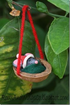 Baby Mouse Santa Christmas Ornaments - mice are sleeping in walnut shells! LOVE it, might use an acorn cap though...